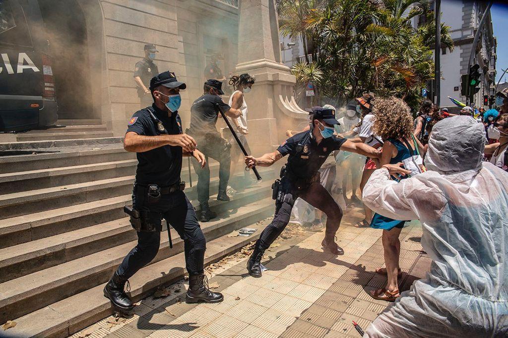 Cargas policiales durante la manifestación de la Caravana